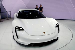 15分の充電で約400キロを走行できるポルシェ初のEVカー『Mission E ...